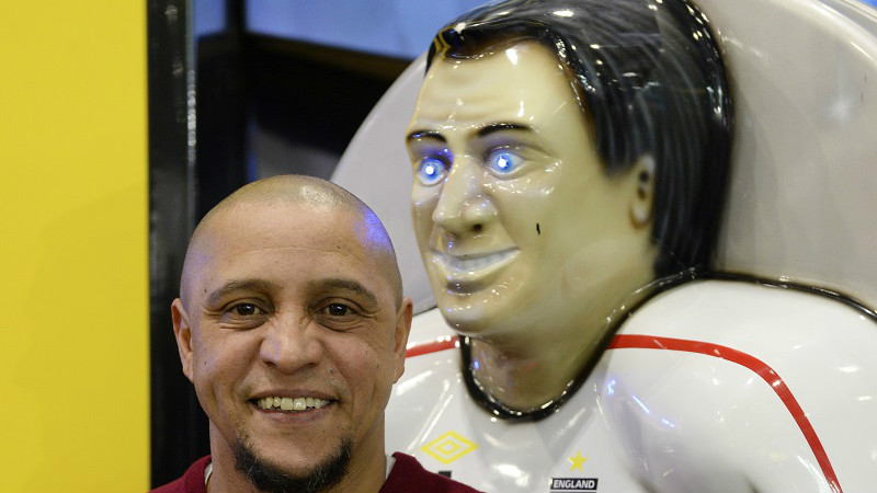 Betting Business - Football icon shoots and scores at world's leading gaming expo - Roberto Carlos