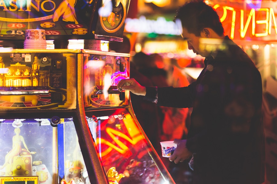 Credit Suisse have advised that the government will likely slash the maximum stake for gaming machines to £2, causing a 40-50% profit cut for bookmakers.