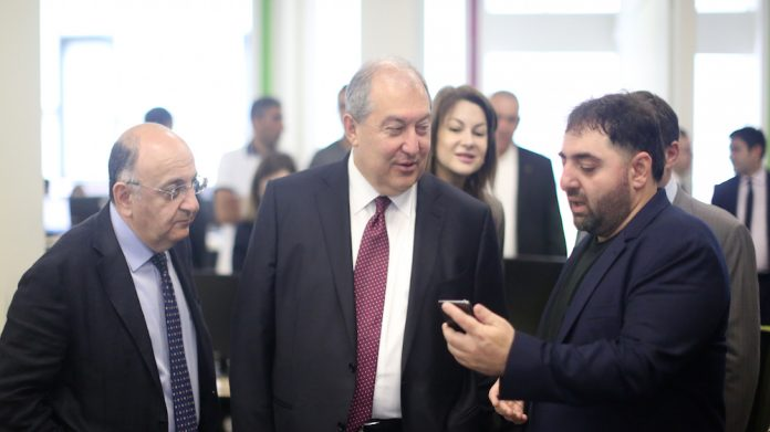 The President of Armenia visits SoftConstruct development office-1
