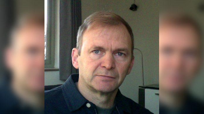 Ian Sims Rightlander Keep Affiliate Watchdog From Door